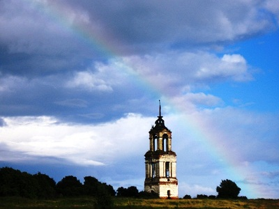 Радуга. Колокольня -  село Михайловка (фото)